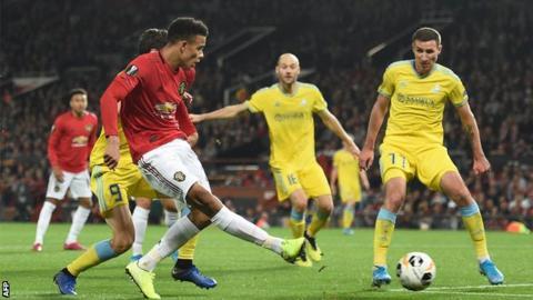 Marcos Rojo attempted a Rabona cross during Man United vs Astana