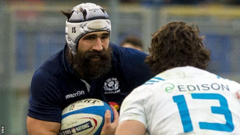 Josh Strauss takes on the Italy defence for Scotland