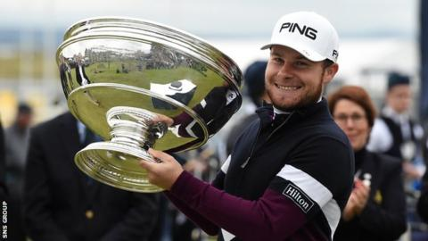 Tyrrell Hatton in contention despite hitting spectator on head