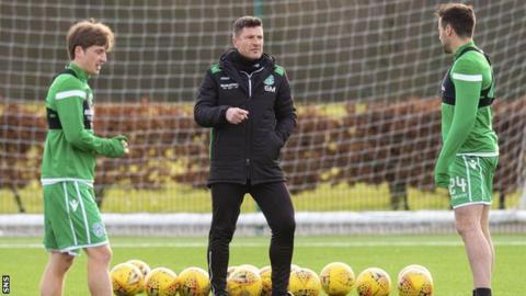 Grant Murray oversees Hibs training