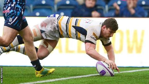 Sam Lewis scores one of Worcester's six tries against Stade Francais