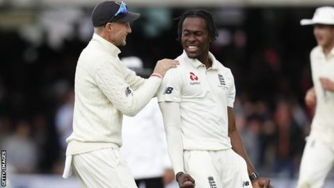 England captain Joe Root (left) congratulates fast bowler Jofra Archer (right) after taking a wicket against Australia