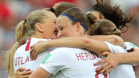 Norway's players celebrate Caroline Graham Hansen's goal