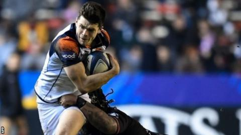 Blair Kinghorn takes on the Toulon defence