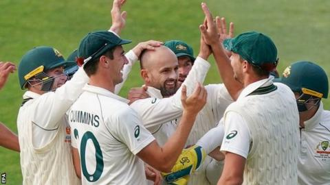Australia celebrate after spinner Nathan Lyon takes a wicket against Pakistan