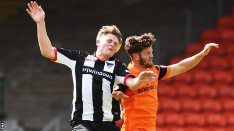 Lewis Spence playing for Dunfermline against Dundee United