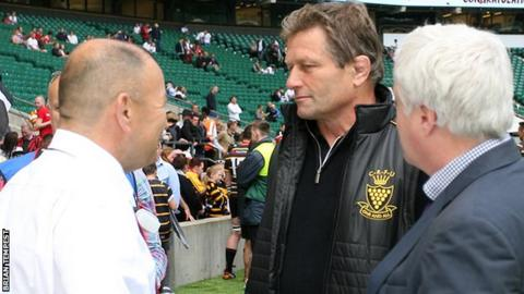 Graham Dawe (centre) with Eddie Jones (left)