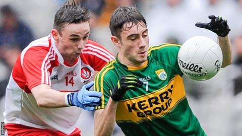 Derry's Francis Kearney moves in to challenge Daniel O'Brien of Kerry