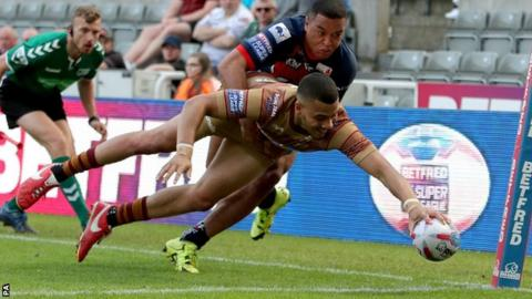 Huddersfield Giants Darnell McIntosh dives over to score