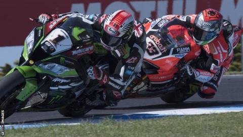 Jonathan Rea leads Marco Melandri during the second World Superbike race at Phillip Island