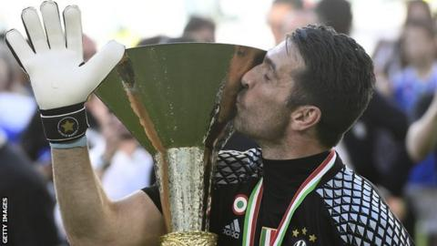 Gianluigi Buffon kisses the trophy after winning the Italian Serie A in May 2017