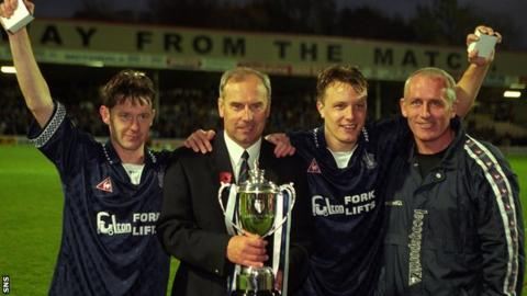 David Hagen (second right) celebrates winning the Challenge Cup with Falkirk in 1997