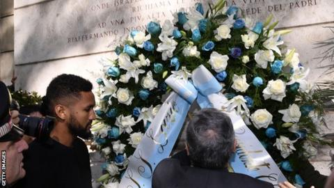 Lazio president visiting synagogue in Rome.
