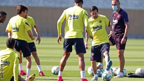 Lionel Messi takes part in Barcelona training