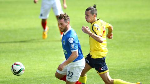 Jamie Mulgrew and Jamie Glackin keep their eyes on the ball as Linfield beat Dungannon Swifts 5-1