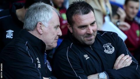 Joe Royle speaks to David Unsworth
