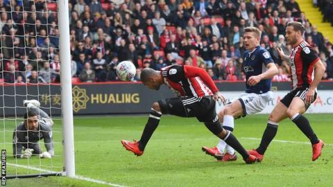 Leon Clarke scores for Sheffield United