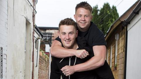 Jonathan Davies (left) with his brother James