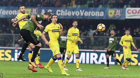Juve ease past nine-man Chievo to go top