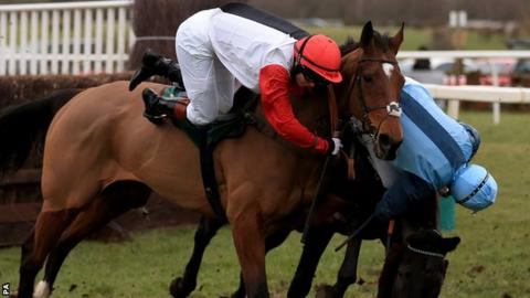 Victoria Pendleton (white and red) on board Pacha Du Polder
