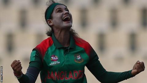 ICC Women's World Twenty20: Sri Lanka beat Bangladesh to retain semi-final hope