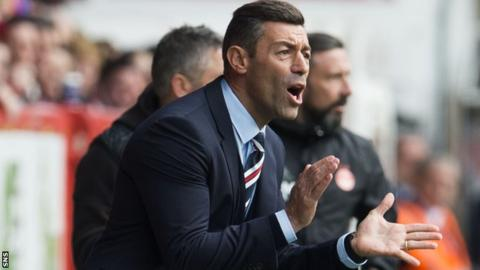 Rangers boss Pedro Caixinha urges on his team against Aberdeen