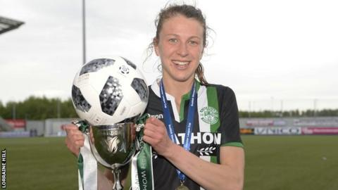 Hibs striker Lizzie Arnot celebrates with the SWPL Cup