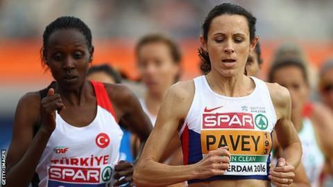 Jo Pavey (right)