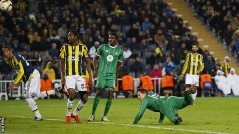 Kris Commons scores for Celtic against Fenerbahce