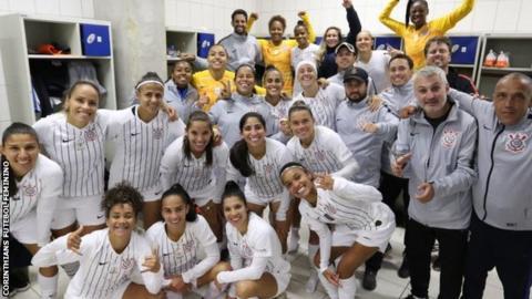 Corinthians players celebrates
