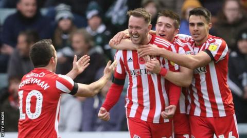 Aiden McGeady (centre) scored twice as Sunderland beat Plymouth Argyle to move second in League One