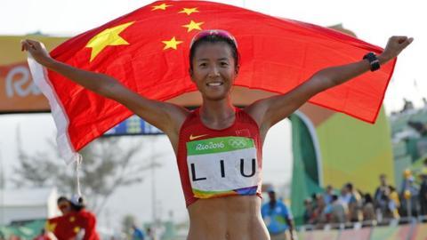 Liu Hong celebrates her victory