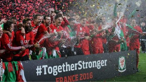 The Wales team celebrate qualifying for Euro 2016