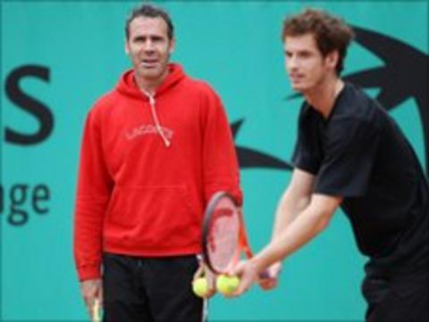 Alex Corretja watches as Andy Murray trains
