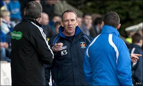 Kenny Shiels on the touchline at McDiarmid Park