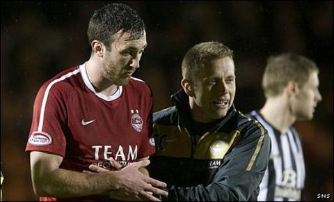 Rory McArdle leaves St Mirren Park injured
