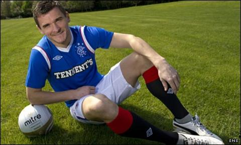 Lee McCulloch models Rangers' new strip