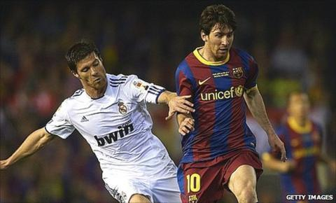 Xabi Alonso (left) and Lionel Messi