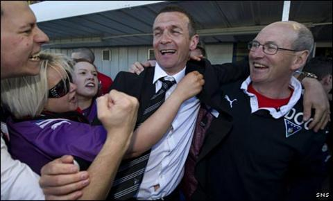 Jim McIntyre (centre) celebrates at Cappielow