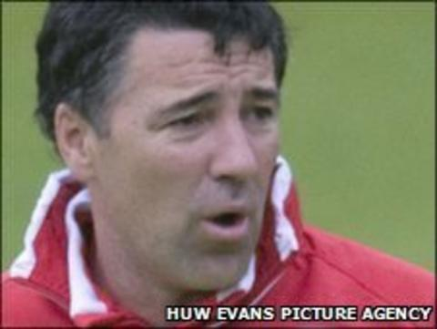 Wrexham manager Dean Saunders