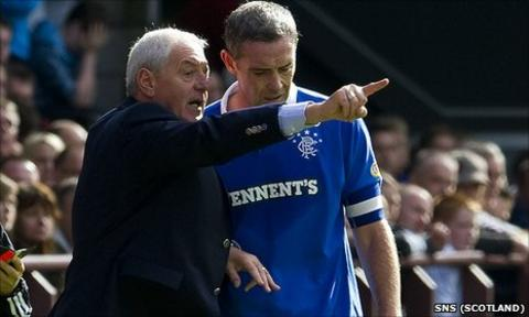 Walter Smith passes on instructions for Rangers captain David Weir