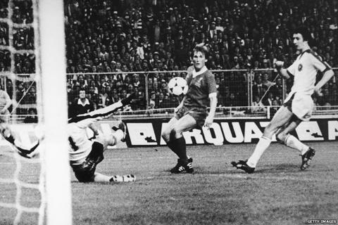 Kenny Dalglish scores for Liverpool