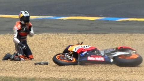 Dani Pedrosa crashes out of the French MotoGP at Le Mans