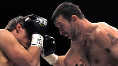 Enzo Maccarinelli (right) in action against Alexander Kotlobay