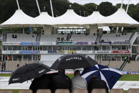Spectators take shelter at the Rose Bowl