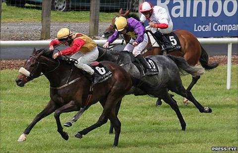 Shane Foley on Banksters Bonus wins the 2011 Ulster Derby