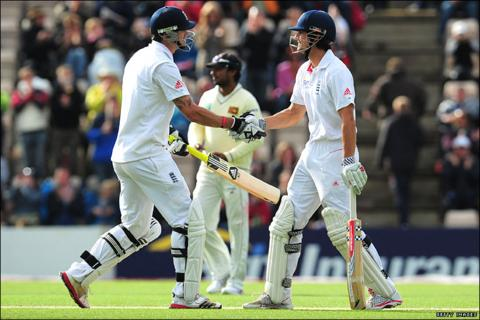 Kevin Pietersen (left) shakes hands with Alastair Cook