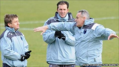 Terry Burton (left) and Paul Wilkinson were assistants under former Cardiff boss Dave Jones (right)