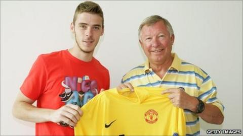 low priced d9bdf 0f792 Manchester United confirm signing of David de Gea - BBC Sport