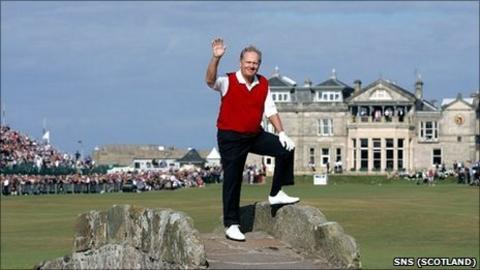 Jack Nicklaus in his final round at St Andrews in 2005